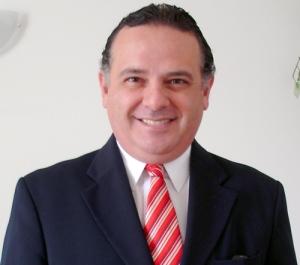 Edson Luiz Sampel é Doutor em Direito Canônico pela Pontifícia Universidade Lateranense, de Roma.