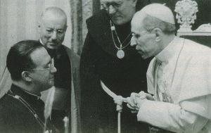 Pe. George Lemaître (esq) com Papa Pio XII (dir)